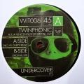 Undercover A kant (enkel label)